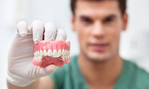 Особенности ношения зубного протеза бабочка